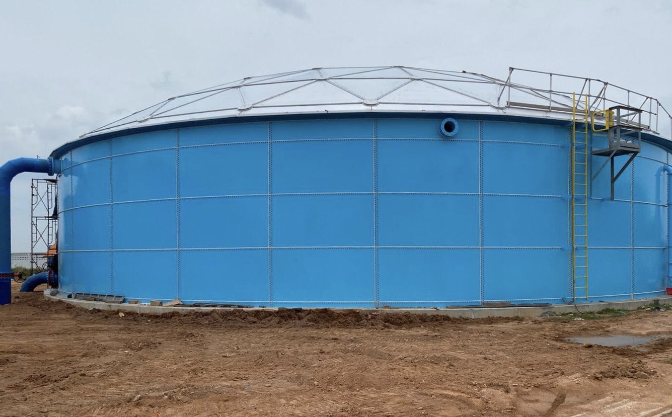 Sky Blue Bolted Storage tank with aluminum dome cover