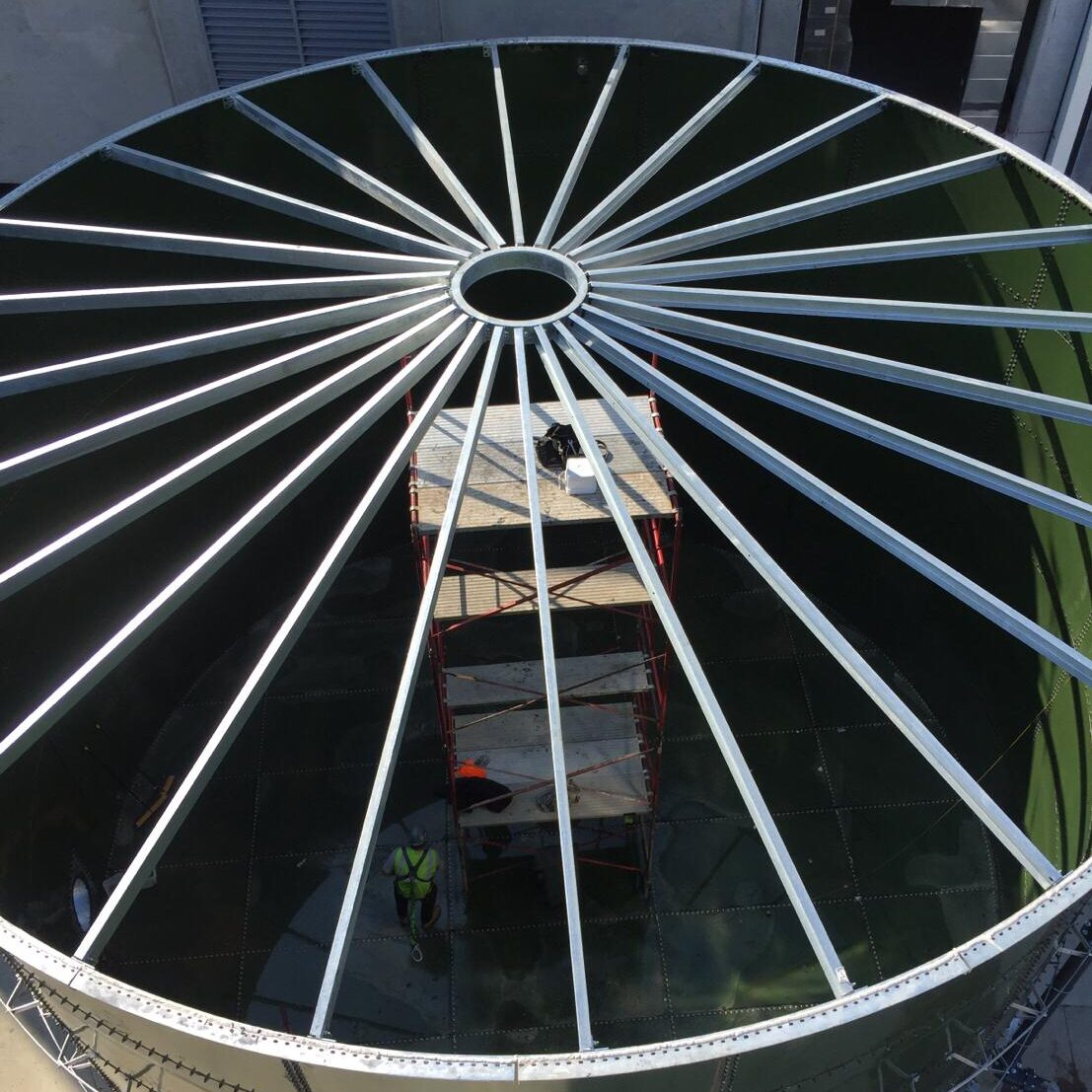 Self supporting roof for glass fused to steel bolted tank