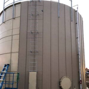 Beige water storage tank with vertical insulation being installed on outside