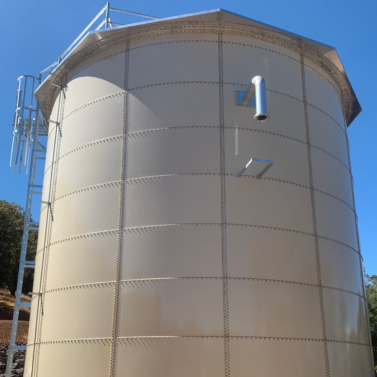 Tank Glass Fused to Steel Water Tank with pipe and ladder